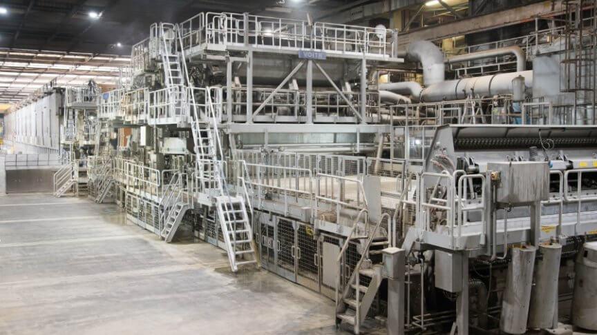 ds smith papier productie machine in een hal